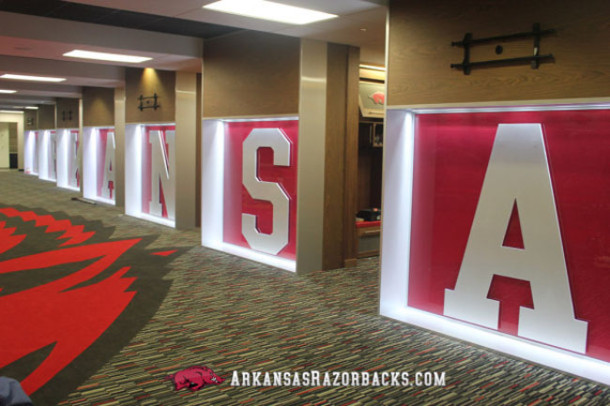 arkansas-locker-room2-610x406