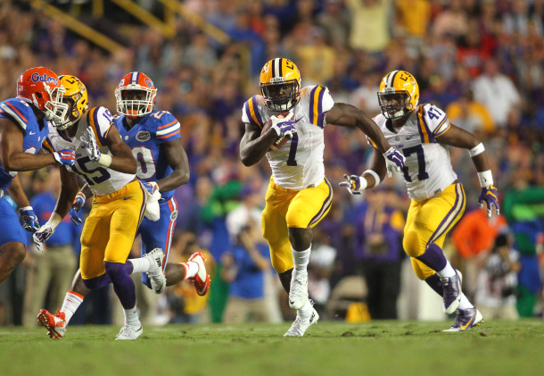 Oct 17, 2015; Baton Rouge, LA, USA; LSU Tigers running back Leonard Fournette (7) carries the ball against the Florida Gators during the second quarter at Tiger Stadium. Mandatory Credit: Crystal LoGiudice-USA TODAY Sports