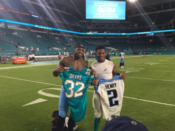 Photos: Former Crimson Tide RBs swap rookie jerseys