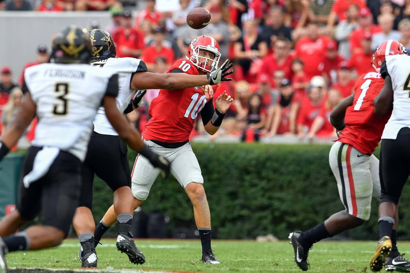 Oct 15, 2016; Athens, GA, USA; Georgia Bulldogs quarterback Jacob Eason (10) passes the ball against the Vanderbilt Commodores during the second half at Sanford Stadium. Vanderbilt defeated Georgia 17-16. Mandatory Credit: Dale Zanine-USA TODAY Sports