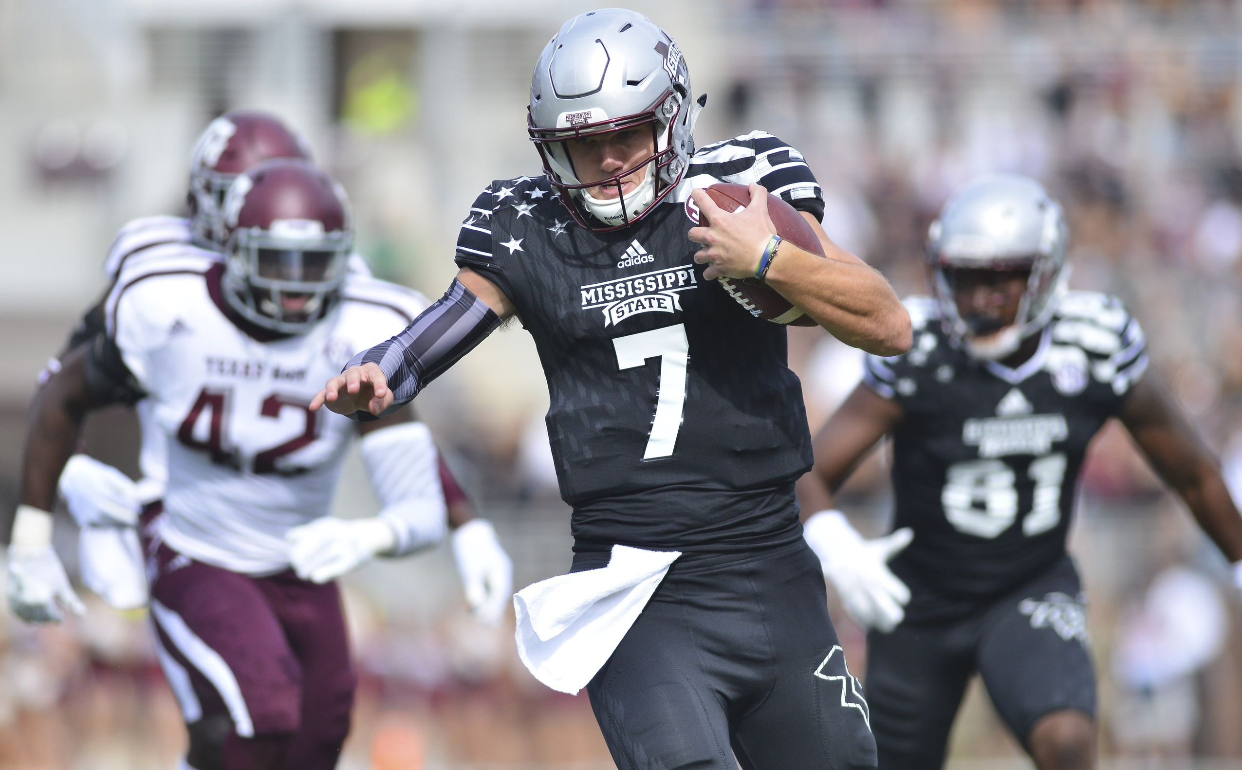 Nov 5, 2016; Starkville, MS, USA;Mississippi State Bulldogs quarterback Nick Fitzgerald (7) carries the ball during the first quarter against the Texas A&M Aggies at Davis Wade Stadium. Mandatory Credit: Matt Bush-USA TODAY Sports