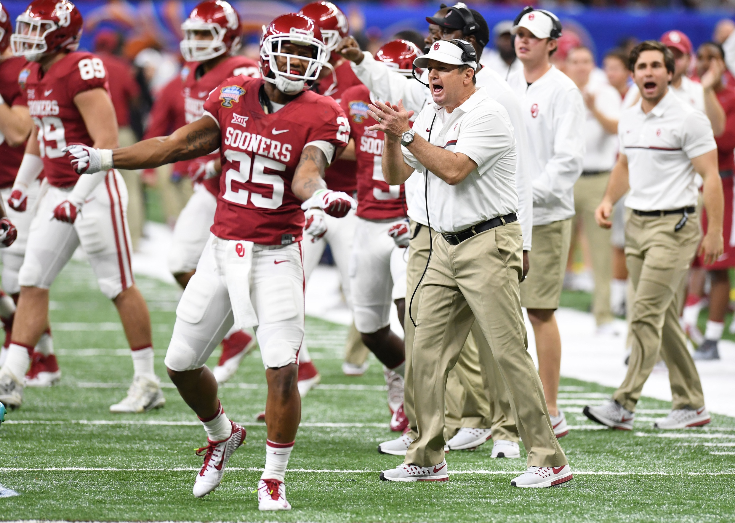 Jan 2, 2017; New Orleans , LA, USA; Oklahoma Sooners running back Joe Mixon (25) and Sooners head coach Bob Stoops react after a stop against the Auburn Tigers in the second quarter of the 2017 Sugar Bowl at the Mercedes-Benz Superdome. Mandatory Credit: John David Mercer-USA TODAY Sports