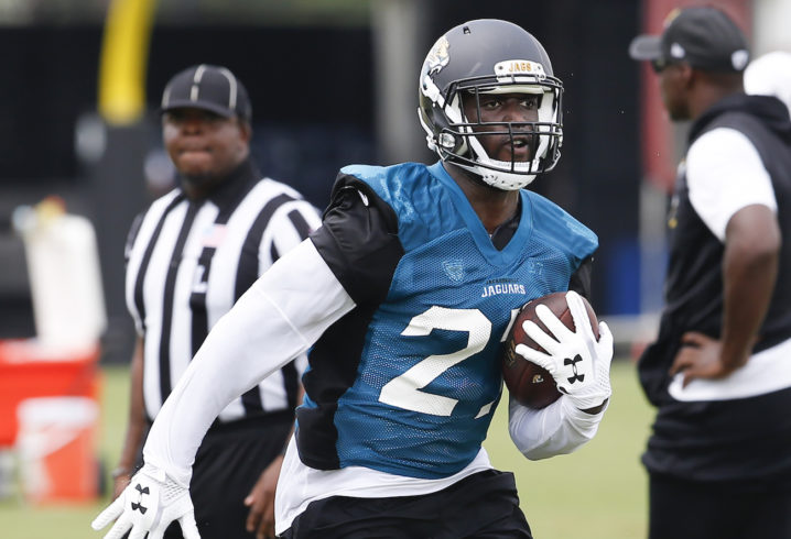 Jaguars' Leonard Fournette injured, Marquise Lee carted off field with leg injury