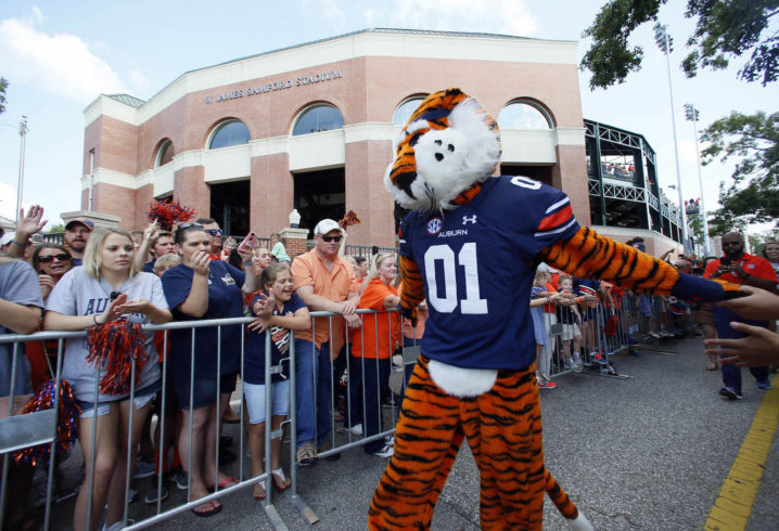 Auburn leadership moves toward ending AD Jay Jacobs' tenure