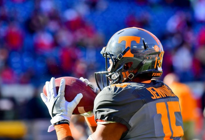 Tennessee WR Jauan Jennings suffers dislocated wrist, report says