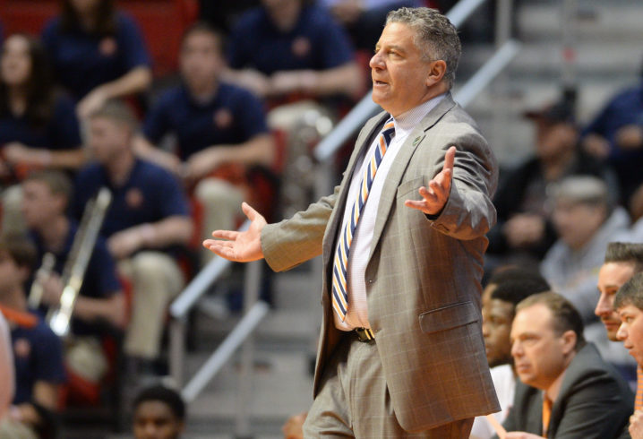 Midwest Region: Auburn holds off Charleston for 62-58 win