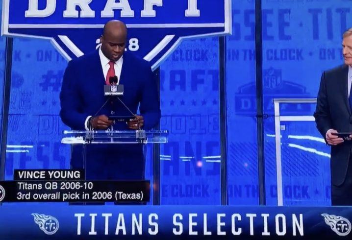 Tennesse Titans move up in NFL Draft to select LB Rashaan Evans