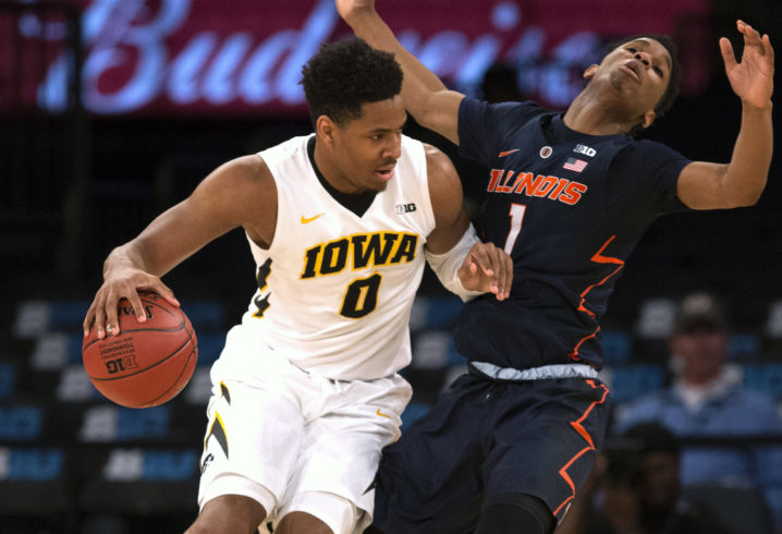 Kentucky football adds Iowa basketball transfer