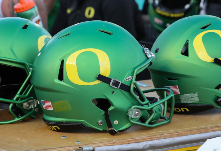 Former Oregon football player found dead near crash site